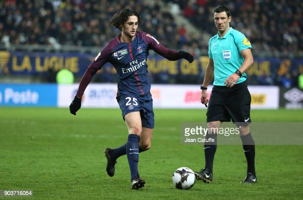Adrien Rabiot of PSG referee Nicolas Rainville during the French League Cup match between Amiens SC and Paris Saint Germain at Stade de la Licorne on...