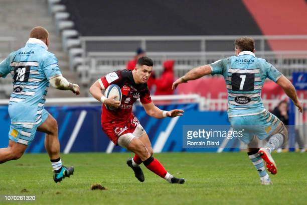 Adrien Seguret of Lyon and Callum Gibbins of Glasgow during the European Champions Cup match between Lyon OU and Glasgow Warriors at Gerland Stadium...