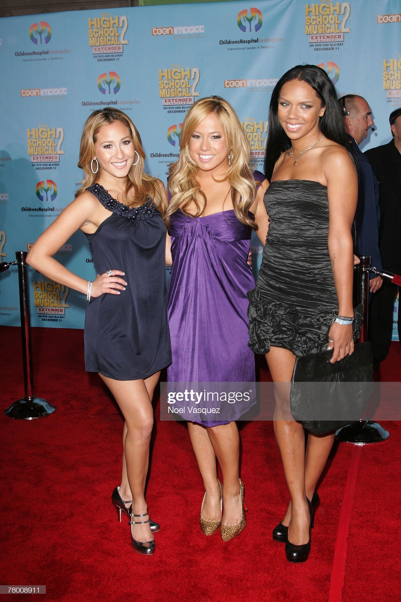 ¿Cuánto mide Adrienne Bailon? - Real height Adrienne-bailon-sabrina-bryan-and-kiely-williams-arrive-at-the-dvd-picture-id78008911?s=2048x2048