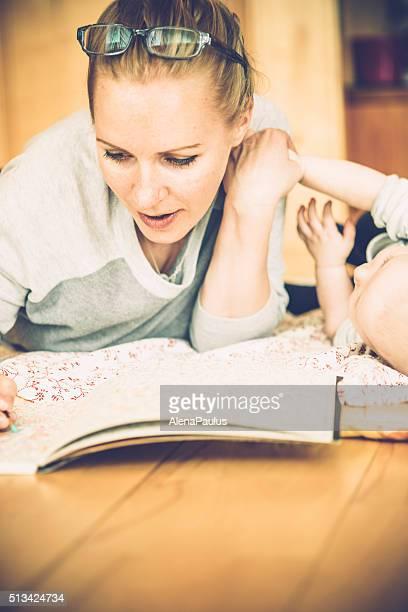 Erwachsenen Malbücher-Mutter mit Ihrem Baby
