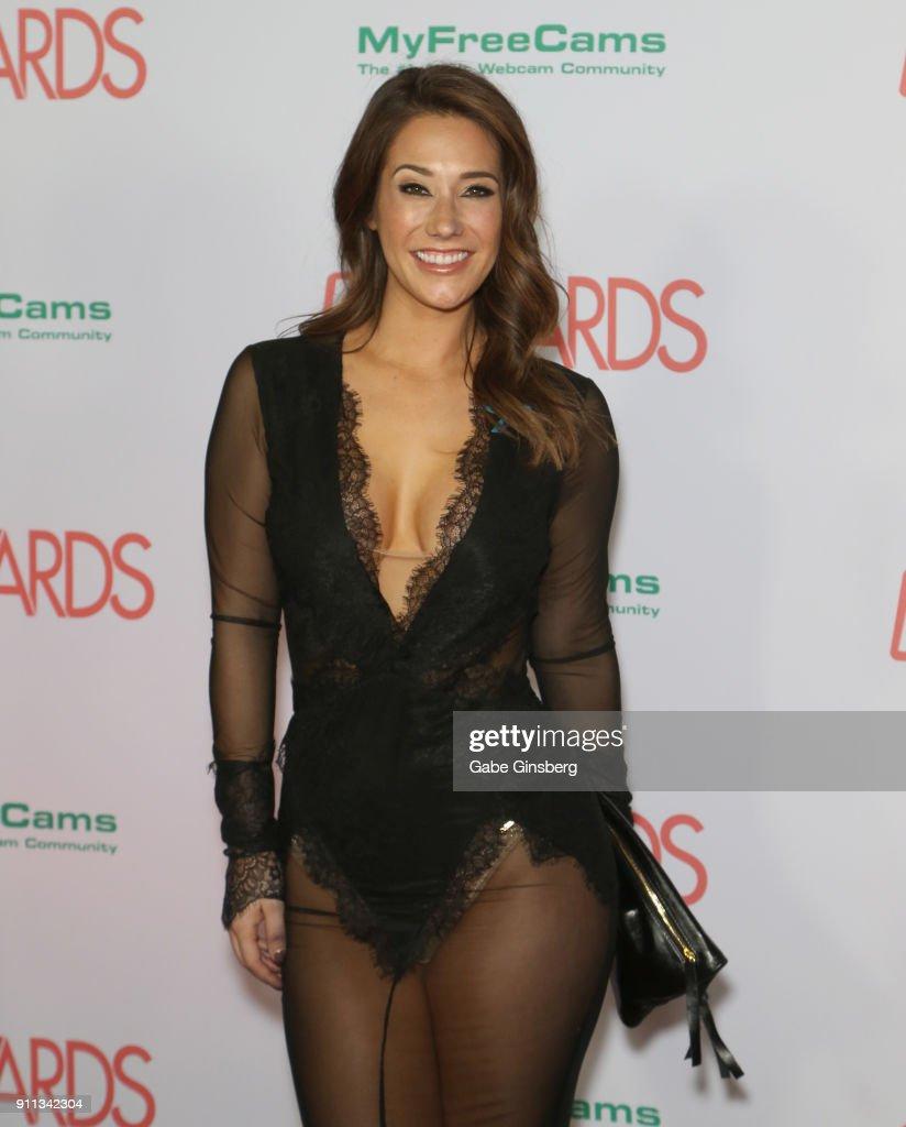 Eva Lovia Nude Photos 9