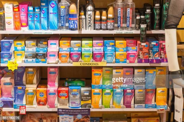 adulto tienda de productos - consolador fotografías e imágenes de stock