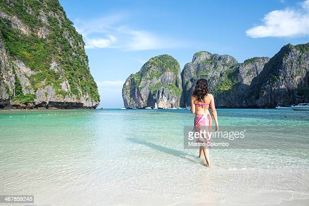adult woman in bikini on tropical beach, thailand - phi phi islands stock-fotos und bilder