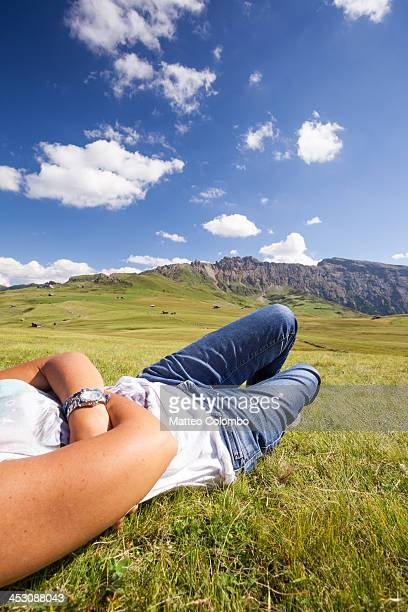 adult woman relaxing on meadow in the mountains - partie inférieure photos et images de collection