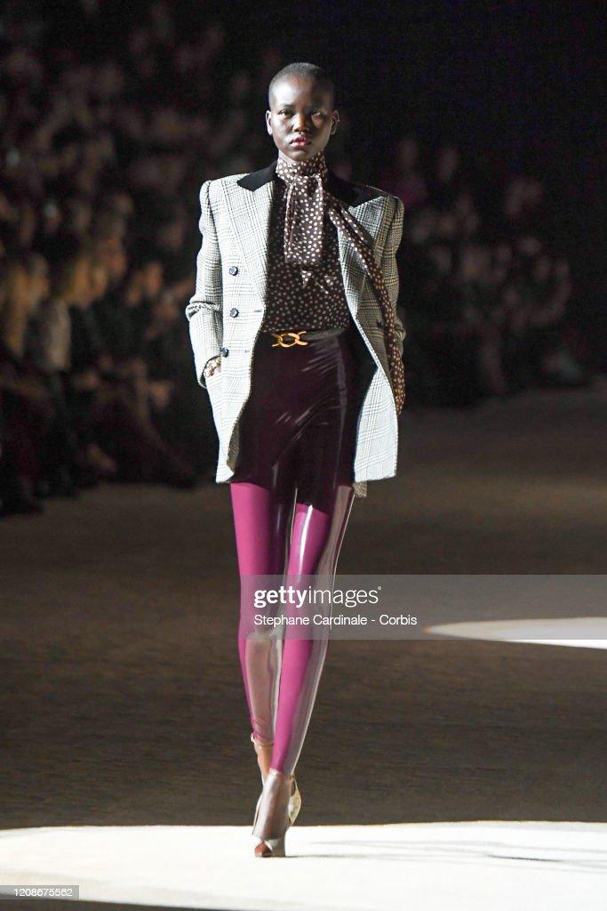 Saint Laurent : Runway - Paris Fashion Week Womenswear Fall/Winter 2020/2021 : Foto di attualità
