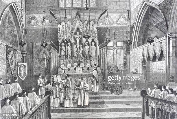 advanced ritual in the church of England High Celebration the Deacon singing the gospel / Fortgeschrittenes Ritual in der Kirche von England Hohe...