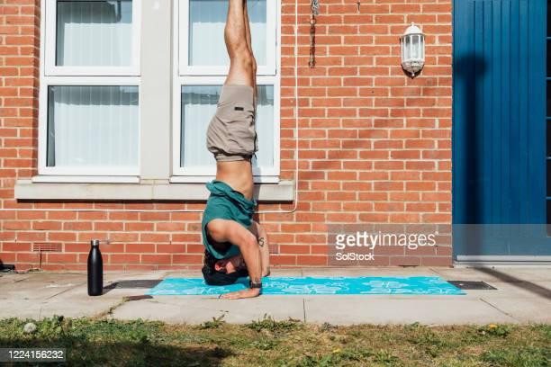 advanced yoga technique practice - praticare foto e immagini stock