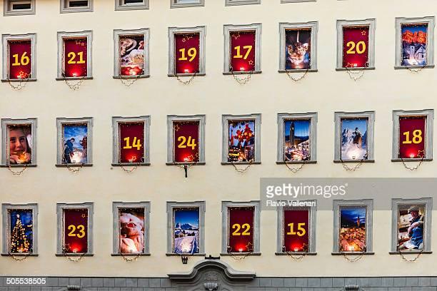 calendario navideño, bolzano, italia - advent calendar fotografías e imágenes de stock