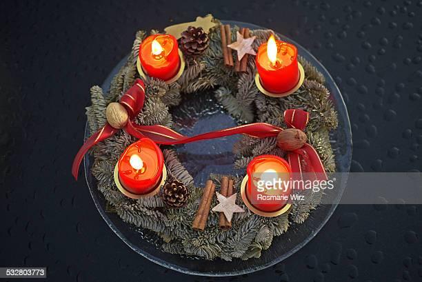 advent wreath - avvento foto e immagini stock