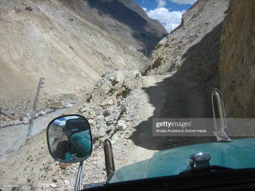 Adventure 4x4 ride to get to Askole, gateway to Baltoro glacier trekking. Karakorum range, Pakistan : Stock Photo