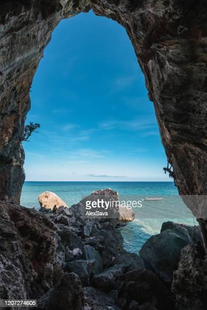 aventura junto al mar - cerdeña fotografías e imágenes de stock