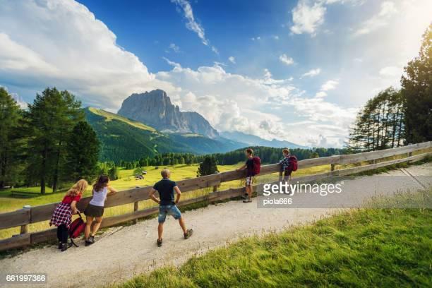Abenteuer in den Dolomiten: Familie zusammen