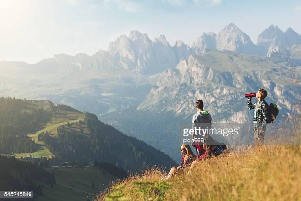 Abenteuer in den Dolomiten: teenager Freunden