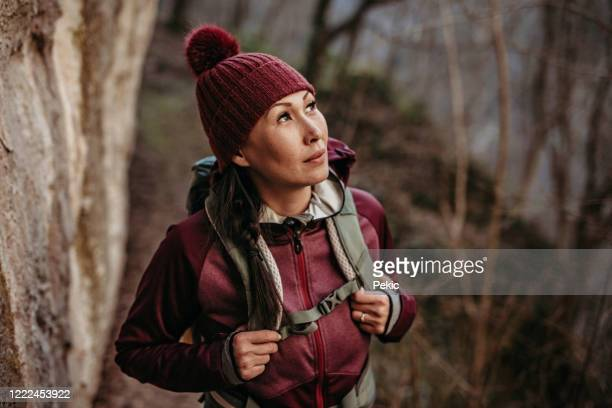 adventurous woman enjoy nature - the hobbit: an unexpected journey stock pictures, royalty-free photos & images