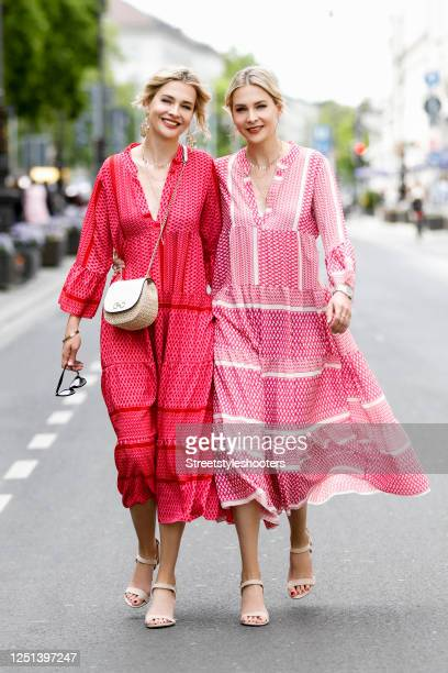 Advertising twins Nina Meise and Julia Meise waering a redpink and a redwhite bohemian style maxi dress by Mooi Fashion Berlin a small bast fiber bag...