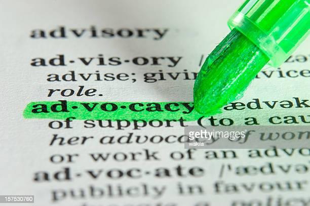advocacy highligted im wörterbuch-definition - verteidiger jurist stock-fotos und bilder