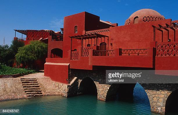 Aegypten: Gebaeude innerhalb der Hotelanlage El Gouna am Roten Meer.