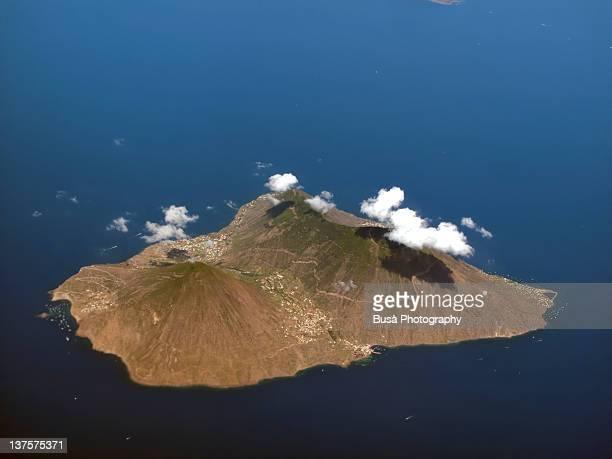 aeolian islands - isola di salina - isole eolie foto e immagini stock