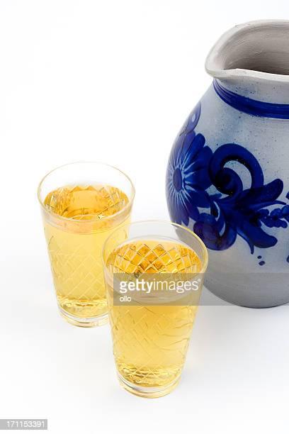 Aeppler-Apfelwein und Bembel, traditionelle hessian cider drink