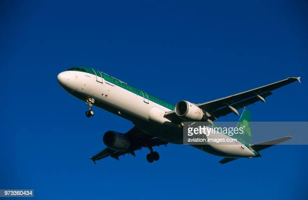 Aer Lingus Airbus A321200 on finalapproach with flaps deployed