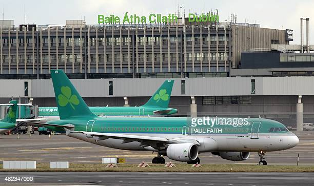 Aer Lingus passenger jets taxi at Dublin Airport in Ireland on January 27 2015 Irish carrier Aer Lingus on Tuesday backed a 135billioneuro takeover...