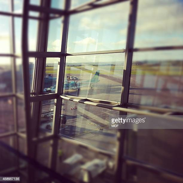 aer lingus plane on the stand cork airport ireland - cork city stock pictures, royalty-free photos & images