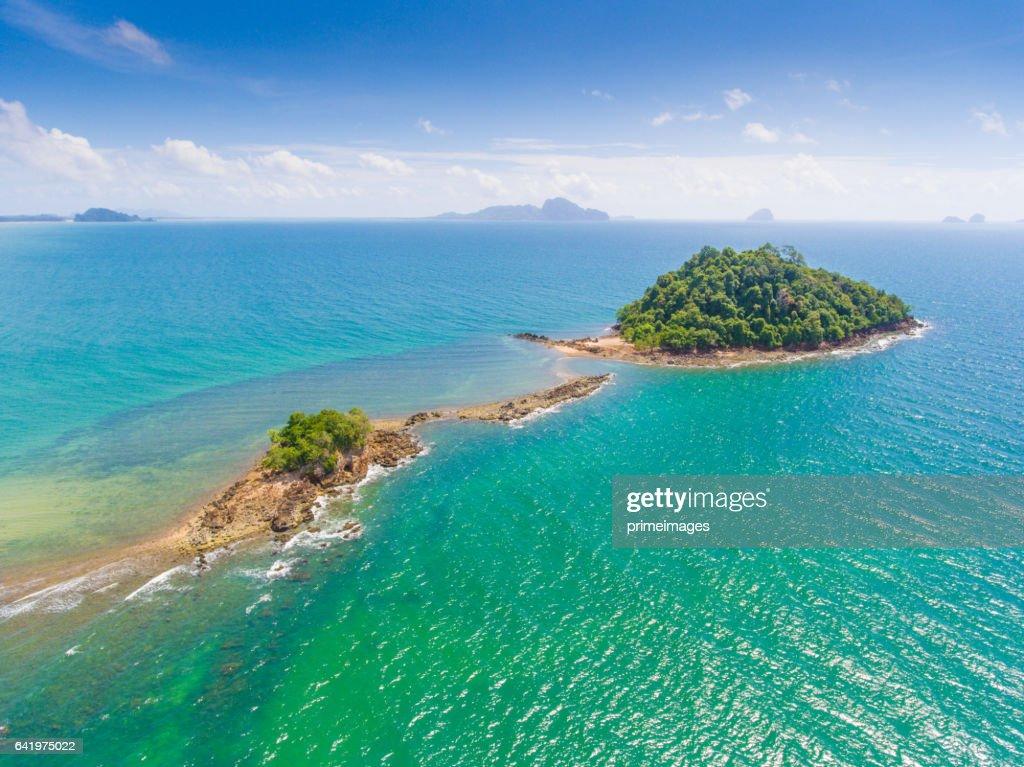 Aerail vacker utsikt på tropiska havet i south thailand : Bildbanksbilder