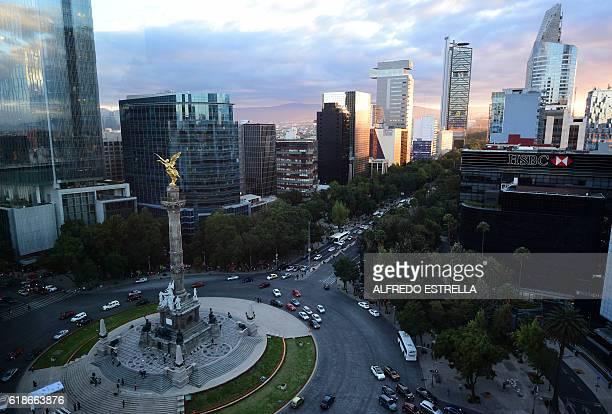 Aereal view of the Angel de la Independencia monument in Mexico City on October 27 2016 / AFP / ALFREDO ESTRELLA