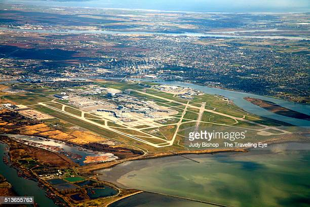 aerial approach of vancouver - vancouver international airport stock pictures, royalty-free photos & images