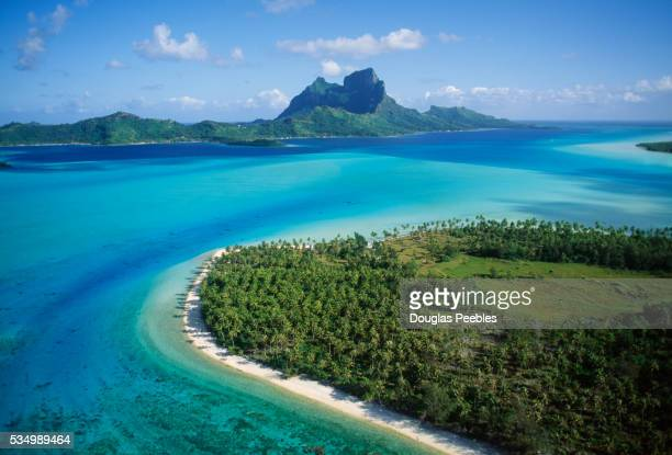 aerial, bora bora - polinesia francesa fotografías e imágenes de stock