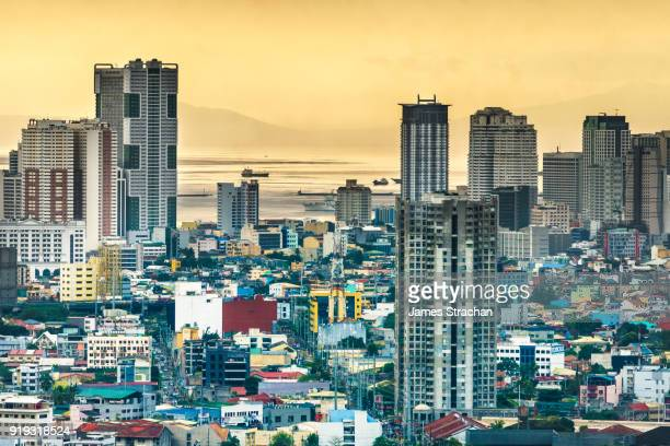 aerial cityscape at dusk (sulphurous sky from recent volcanic eruptions) with the port in the distance, manila, philippines - metro manila stock-fotos und bilder