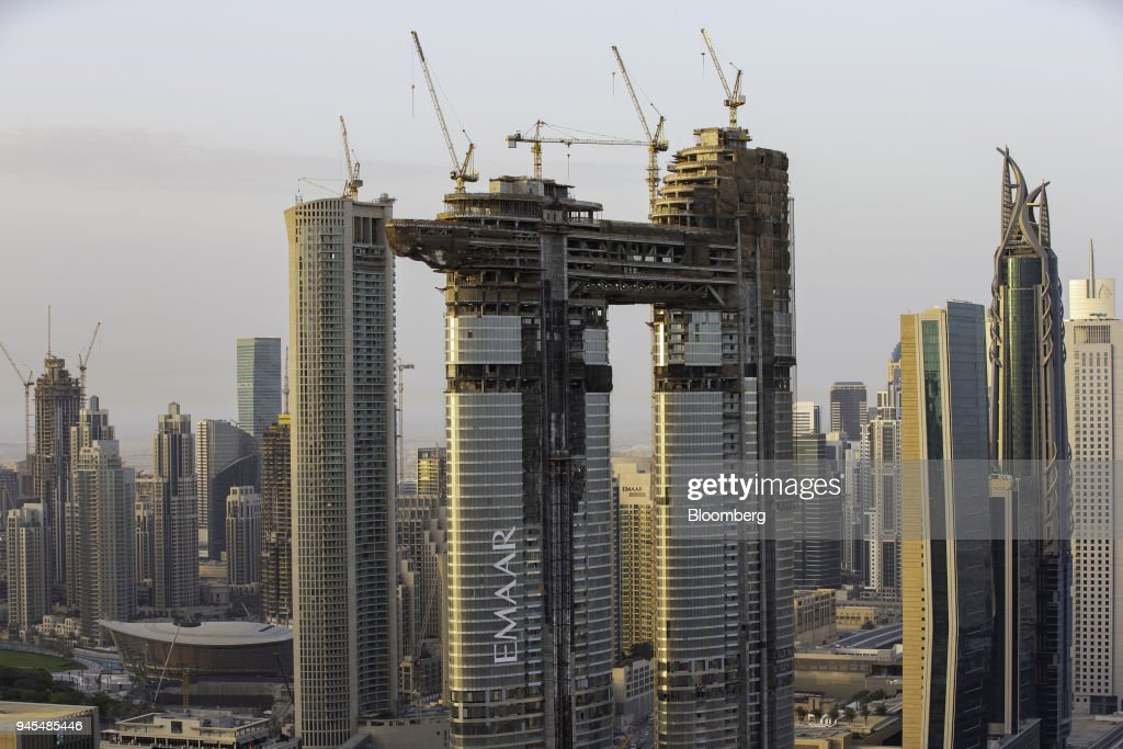 Dubai Real Estate And City Skyline As Gulf Economies Slow Down : Foto di attualità