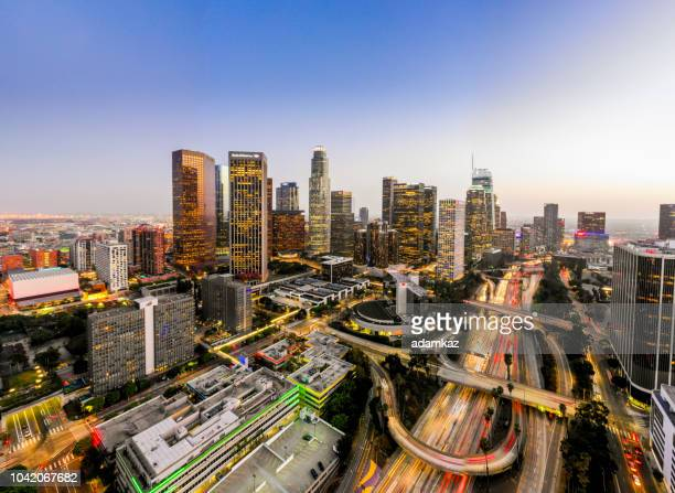 aerial downtown los angeles skyline at night - orizzonte urbano foto e immagini stock