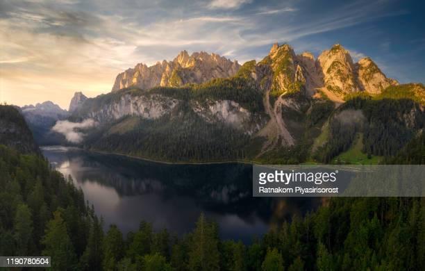 aerial drone panorama beautiful scenery landscape of gosausee mountain lake in fall. salzkammergut region upper austria - dramatische landschaft stock-fotos und bilder