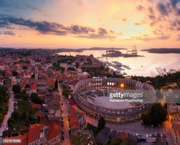 aerial drone sunset scene of pula arena amphitheatre, croatia - römisch stock-fotos und bilder