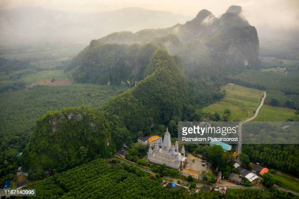 aerial drone view pagoda of wat tham khao rup chang, sadao district, songkhla, thailand - provincia di songkhla foto e immagini stock