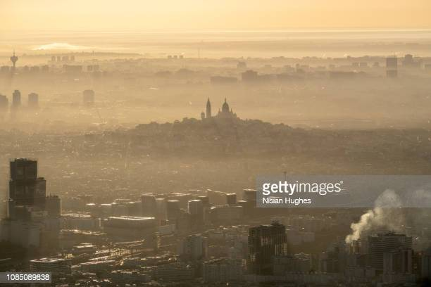 aerial flying of the sacré-cœur in paris france, sunrise - inquinamento foto e immagini stock