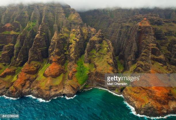 aerial from helicopter of na pali coast on kauai - na pali coast stock pictures, royalty-free photos & images