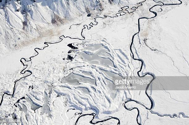 aerial - frozen bay in the aleutian islands - golfo do alasca imagens e fotografias de stock