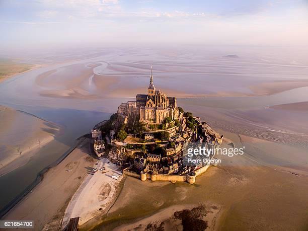 aerial le mont-saint-michel - モンサンミッシェル ストックフォトと画像