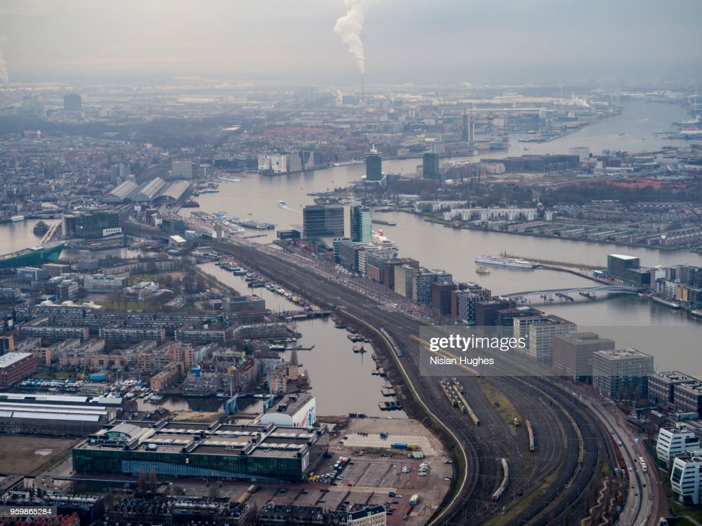Aerial looking at Amsterdam center over train tracks : Stock-Foto