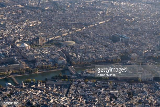 aerial looking at île de la cité in paris france, morning - centre pompidou stock pictures, royalty-free photos & images
