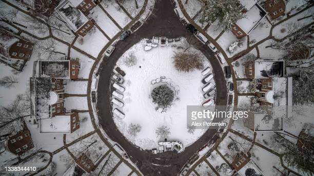 aerial looking down directly above view on the roundabout in queens, in the winter after a heavy snowstorm. - queens new york city stock pictures, royalty-free photos & images