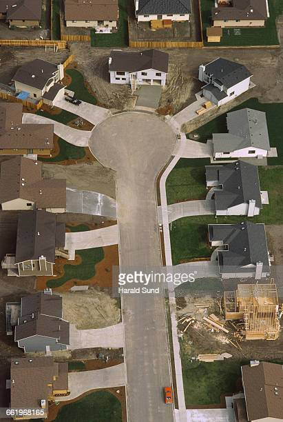 aerial, new suburb neighborhood home construction. - cul de sac stock pictures, royalty-free photos & images