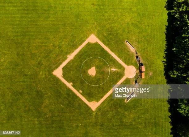 aerial of baseball diamon - lake auburn - fotografias e filmes do acervo