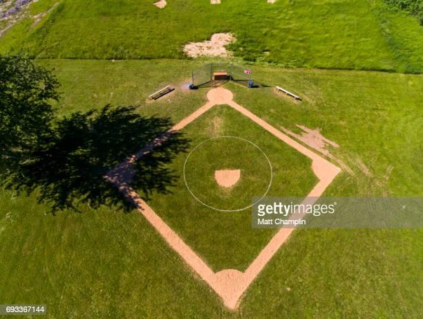 aerial of baseball diamon - lake auburn - fotografias e filmes do acervo