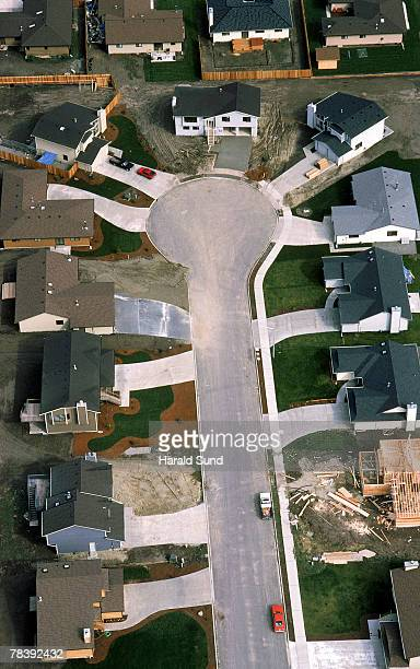 aerial of housing cul-de-sac - cul de sac stock pictures, royalty-free photos & images