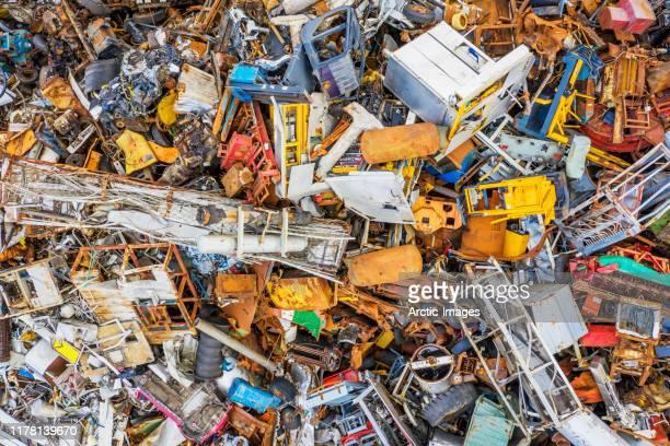 aerial of junkyard, scrap metal. - ferro velho imagens e fotografias de stock