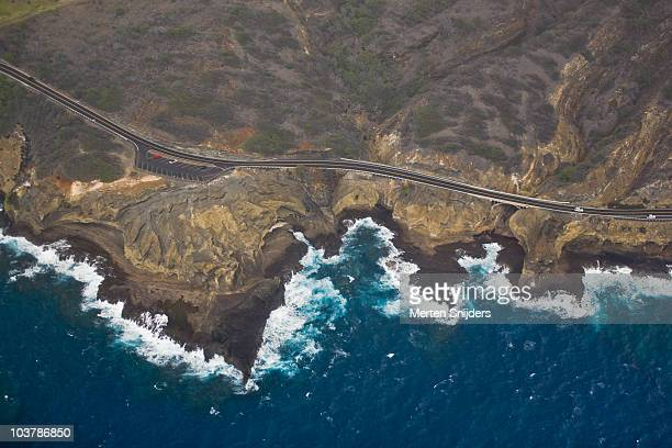 aerial of kalanianaole highway and lavarock shoreline below koko head crater. - merten snijders stockfoto's en -beelden