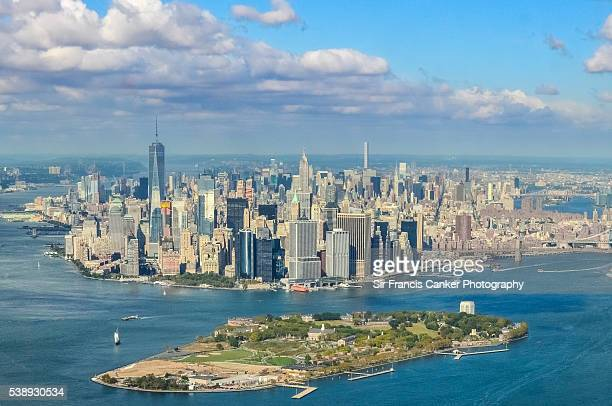 aerial of lower manhattan, freedom tower, brooklyn bridge and governors island, new york city, usa - governors island stock pictures, royalty-free photos & images